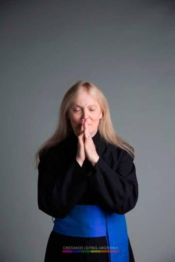 """Christine (es médico, reverenda y escritora). """"La transición es acerca de la espiritualidad de principio a fin, ya que se trata de hacer que el exterior refleje lo que hay dentro de nosotros, y lo que está en nuestro interior es espiritual""""."""