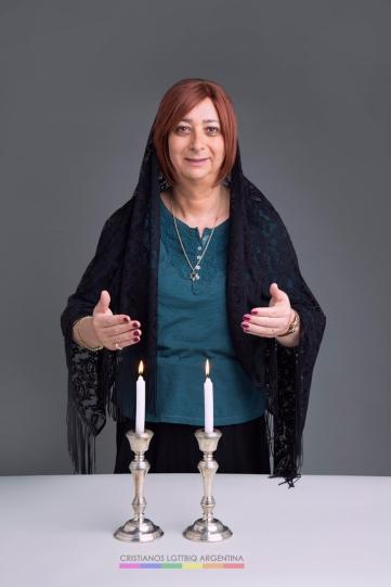 """Isabella (mujer trans). """"Quiero vivir un estilo de vida tradicional judío y quiero aparecer e mi retrato como alguien que tiene una práctica religiosa""""."""