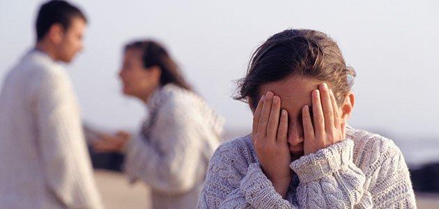 padres-discuten-nina-tapa-ojos-p